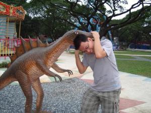 kinakain ng dinosaur si Alvin!!!! wag nyo tulungan hehehe